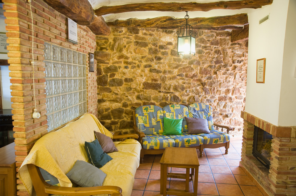 La Casica: Salón Comedor con Chimenea | La Yesa Alojamientos Rurales